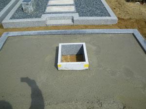 墓石本体の基礎コンクリート打設完了の写真