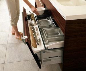 アイデア豊富なメーカーキッチンの収納