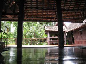 タイ民家の室内からの眺め