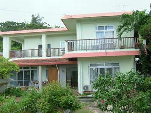 こんな感じの住宅が多い沖縄の町