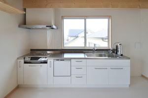 ステンレスで制作したキッチンセット  コンロは交換しやすい購入品でシンクは大きく90cmにしてあります