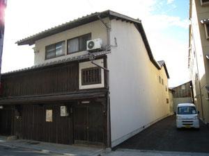 広島で見た古い町屋 間口は狭く、奥行きは相当に長い