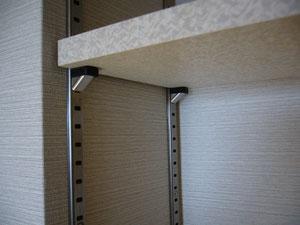 棚柱と呼ばれる可動棚の部品です  安くて誰にでも設置が出来、大変便利です