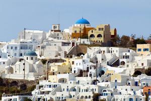 有名なギリシャのサントリーニ  白い漆喰の外壁