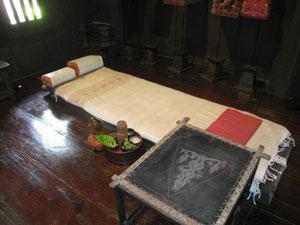 バンコクの古民家にあったふとん 何故枕が二つなのかは分かりませんが