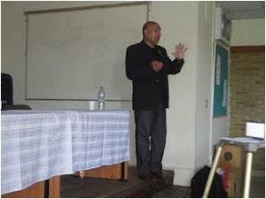 Doctor Mario Rocillo de Argentina, un experto profesional de la orología forense asistido por perros y expositor en diversos centros del mundo, cubrió el seminario.
