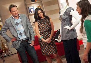 http://static.betazeta.com/www.belelu.com/up/2011/07/what-not-to-wear-mayim-bialik.jpg