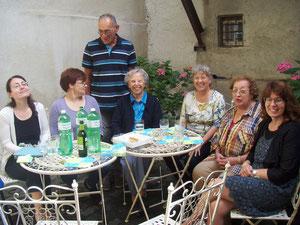 Das Team des Frauenarchivs St. Gallen genoss unser Höfli. Sandra Meier, Erika Eichholzer, Christof Bürkler (stehend), Margrith   Bigler- Eggenberger, Marina Widmer, Alexa Lindner, Brigitta Langenauer.