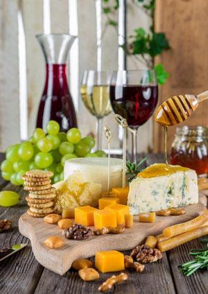 Histaminreiche Lebensmittel, wie Wein, Käse, Zitrusfrüchte, Nüsse