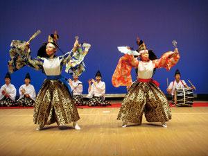 鳥舞。青森県立田子高校・郷土芸能部は、第34回全国高校総合文化祭で最優秀賞を獲得した