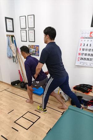 たかふじ接骨院では普段の施術の際でも、運動指導はかなりしっかりやらせてもらっています。