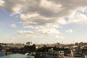 ◆教会の屋上から町田市街をのぞむ。