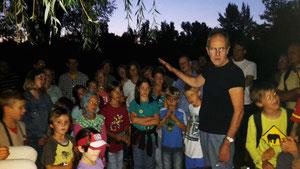 Dr. Jürgen Fuchs führt die Teilnehmer in die Welt der Fledermäuse ein | Foto: Marianne Bopp