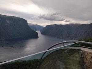 Blick vom Stegastein auf den Auerlandsfjord