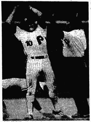 Larry Bowa argues with umpire Frank Pulli over a safe call in the first inning.