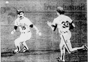 Steve Carlton traps Davey Lopes during a third-inning rundown.