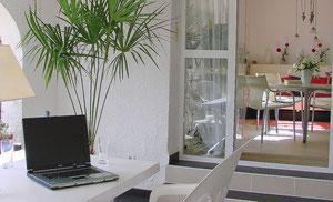 Ferienwohnung Valencia, Villa Gandia Hills, Wintergarten und Laptop