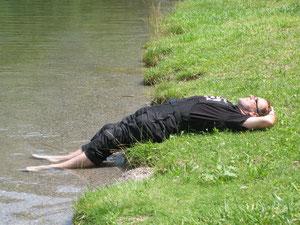 Walter beim Erfrischungsbad im Idro-See