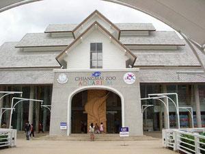 チェンマイ動物園の水族館入口