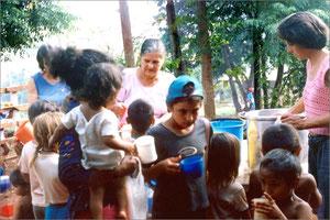 un bicchiere di latte di soia per i bambini di Oberà
