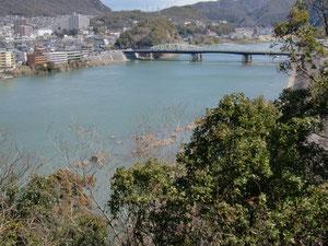 犬山城の裏は木曽川です