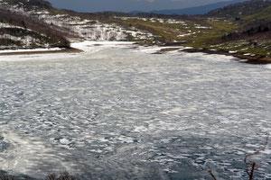 2007/4/22 まだ全面氷結していた野反湖
