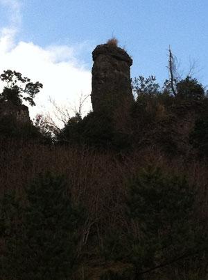 八女市黒木町笠原の奇岩「珍宝岩」
