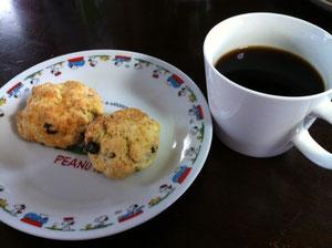 MACOCCOスコーンとコーヒー