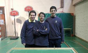 Julio, en el medio, junto a Isaac (izquierda) y Alvaro (derecha).