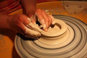 Drehen im Keramikatelier TRAUMKERAMIK JULION