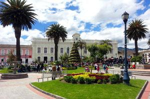 Der Parque Bolivar im Herzen von Otavalo