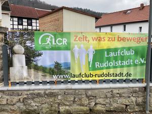Banner am Ortseingang