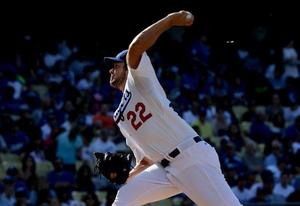 Nella foto Clayton Kershaw dei Los Angeles Dodgers, la sua azione del braccio è ritenuta ottima, un po' meno il resto del corpo