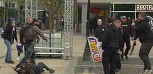 Wahlkampf der Partei DIE RECHTE im Mai 2019 in Bremerhaven: körperliche Auseinandersetzung zwischen extrem rechte Parteifreunde und GegendemonstrantInnen