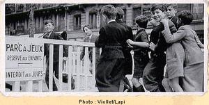 Parc à jeux réservé aux enfants et interdit aux juifs (photo de la période de collaboration avec le régime nazi)