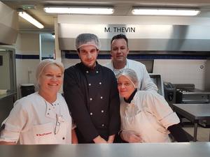 M. THEVIN Chef cuisinier et son équipe