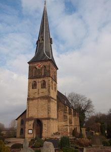 Die evangelische Dorfkirche zu Baerl im Winter 2014; Foto H.Kuhlen