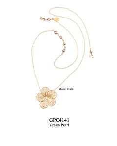 GPC4141 GP 110, OXI 90: GP CHAIN W/ 4 CREAM PEARL W/TWIST, FILIGREE FLOWER ON BOTTOM. CREAM PEARL NEAR CLASP.