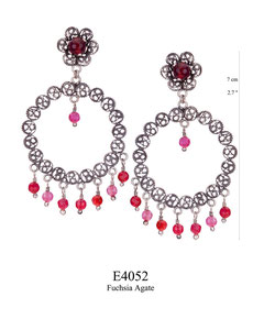 E4052 OXI 115, GP 135: OXI FILIGREE POST EARRING FUCHSIA AGATE IN CUP W/ FUCHSIA AGATE DROPS.