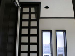 階段ヨコの手摺を兼ねた格子です。