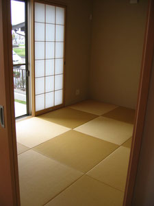 畳は琉球畳調です。