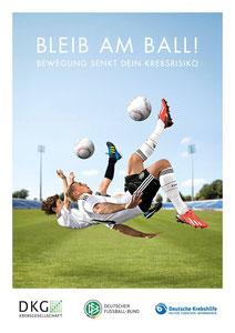 "Motiv 1 - Kampagne 2013/14 ""Bleib am Ball - Bewegung senkt Dein Krebsrisiko"""