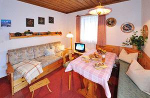 Ferienwohnung Göll Wohn- und Esszimmer
