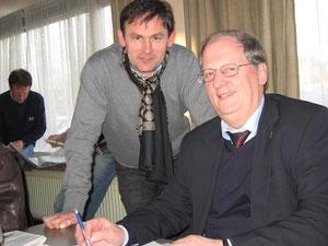 """Jos Thoné werd samen met George Rankin na een zware strijd de nieuwe eigenaar van topkweker """"Kleine Figo"""" (60.000 euro)."""