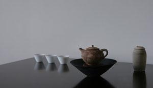 中国茶器 茶壺(チャフ)   長い歴史の中、人から人へと磨き上げられてきた茶の器。出来る限りその業を踏襲しつつ少しでも自分の色をだしたいと思って制作しています。人が繋いできたうつわの今に、自分もいるということがとてもしあわせです。