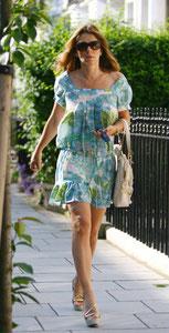 Liz Hurley leaving home. Fulham, London UK
