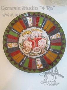 15-33.  Керамическая тарелка ручной работы с авторской росписью.