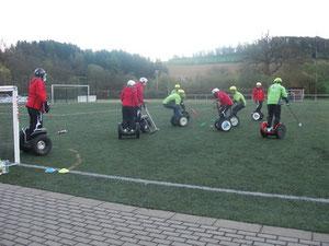 Erstes Spiel in der Segway-Polo-League in Balve.