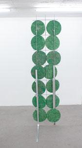 Britta Frechen _Heckengestell Nr.5_2019_Aluminium, Stahl, Pappmache, Pigment_185 x 45 x 120 cm