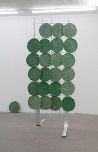 Britta Frechen _Heckengestell Nr.1_2019_Aluminium, Stahl, Pappmache, Pigment_185 x 80 x 120 cm